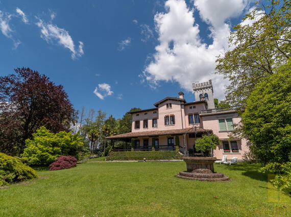 Casale panoramico con parco