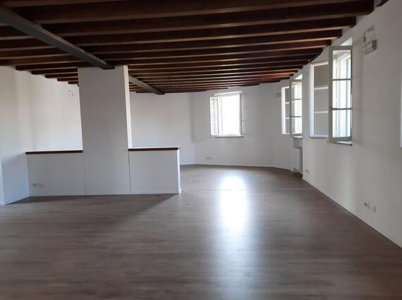 Ufficio ristrutturato, vicinanze Via Grazzano