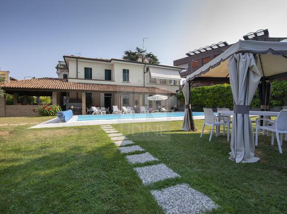 Villa liberty con piscina - zona \