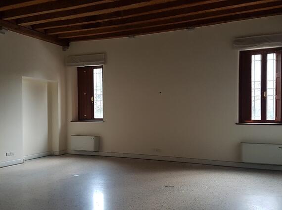 Ufficio in palazzo storico - zona Piazza I° Maggio
