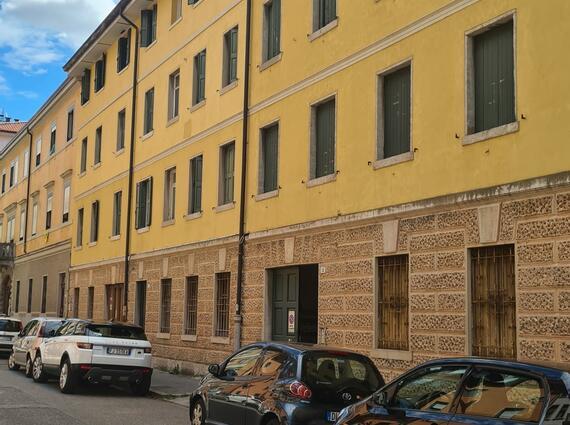 Intero edificio a reddito in Via Ippolito Nievo